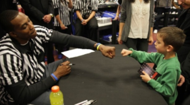 Photos  Dwight Howard Greets Fans At Santa Monica Foot Locker 402ca8a71f75
