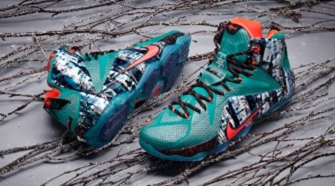 the latest d07e5 4d845 Merry Christmas from the LeBron 12. By Brendan Dunne. Dec 10, 2014