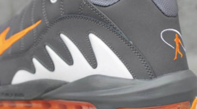 Nike Total Griffey Max 99 - Dark Grey Vivid Orange 949b5525bc