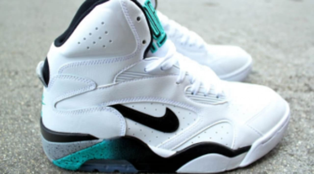 luz de sol Retirado Berri  Nike Air Force 180 High 'White/Emerald' - New Images and Release Date |  Sole Collector