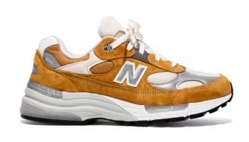 Packer Shoes x New Balance 992