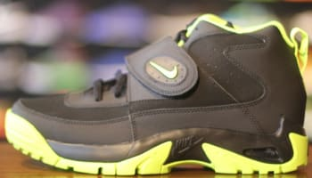 Nike Air Mission Black/Volt