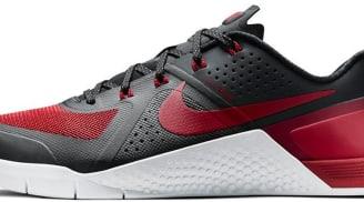 the latest a2e47 e0077 Nike Metcon 1 Black Varsity Red-White