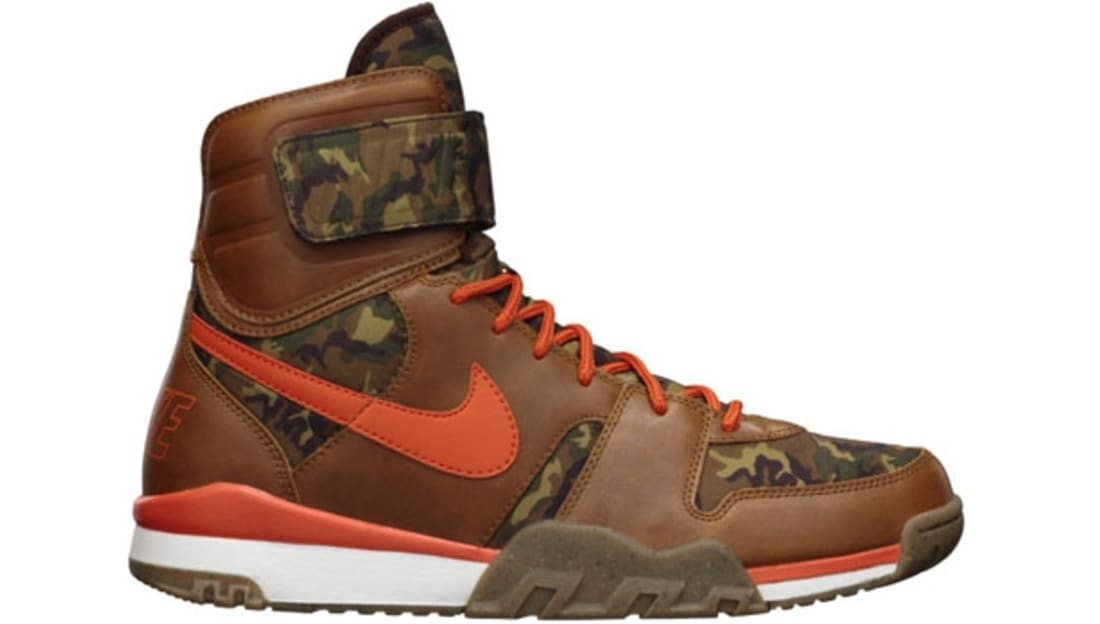Nike Air Shark Trainer Dark Field Brown-Team Orange-Sail-Gum Light Brown