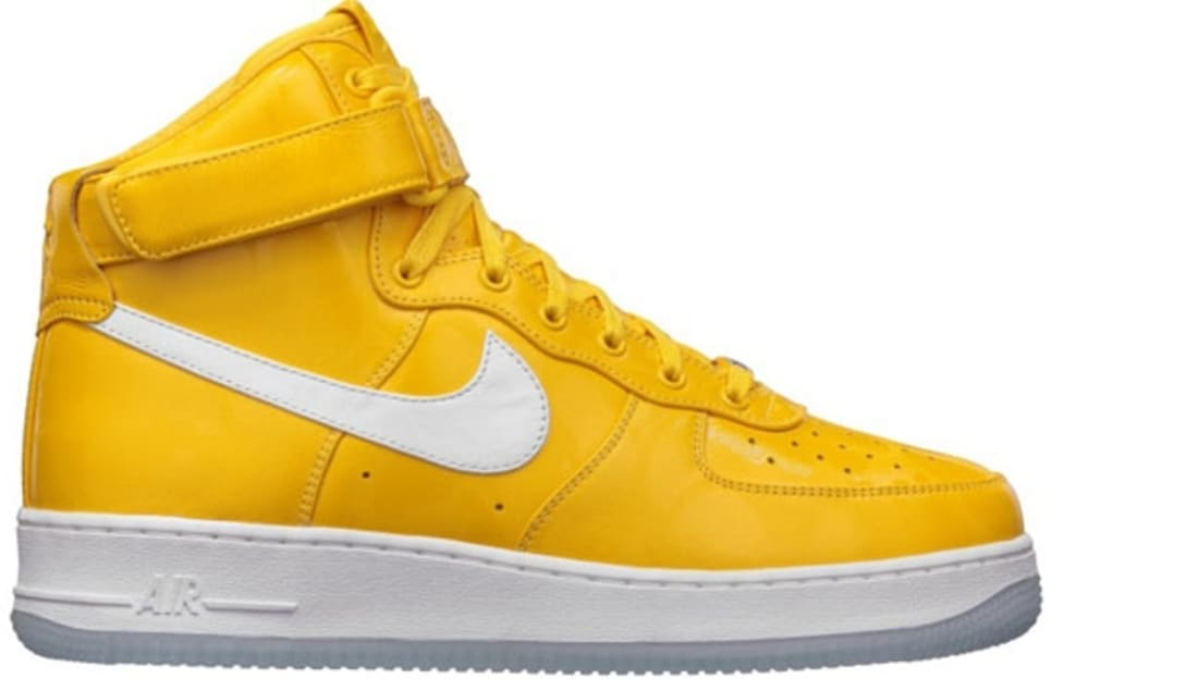 huge discount 77809 10067 Nike Air Force 1 High CMFT Premium QS University Gold White