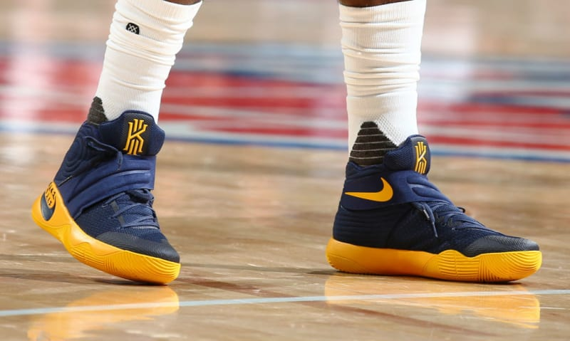 what kind of shoes does kyrie irving wear nike griffey