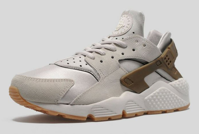 nike air huarache gum bottom