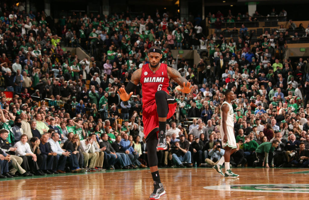 LeBron James Knights Jason Terry In Nike LeBron X PE (4)