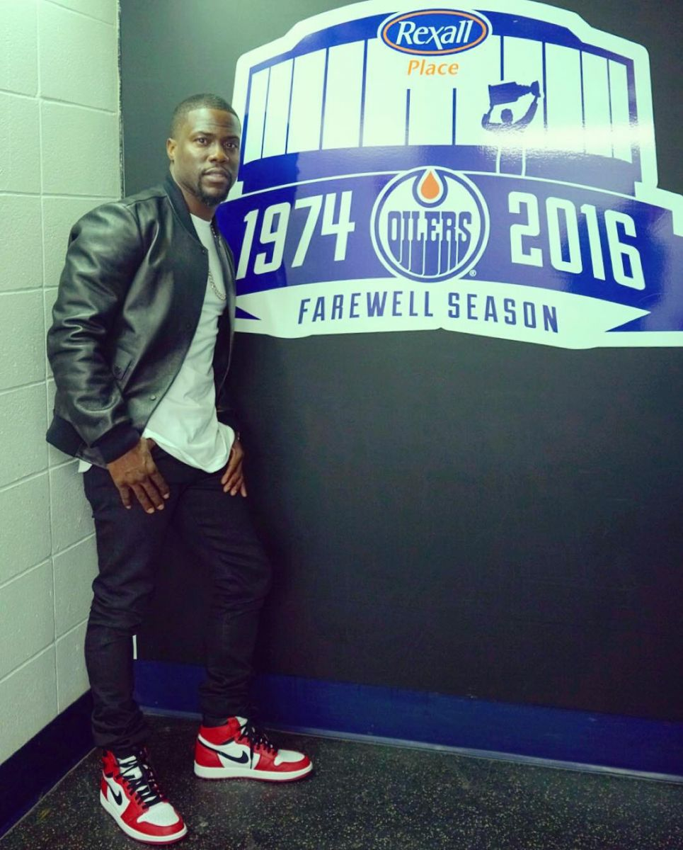 Kevin Hart wearing the 'Chicago' Air Jordan 1