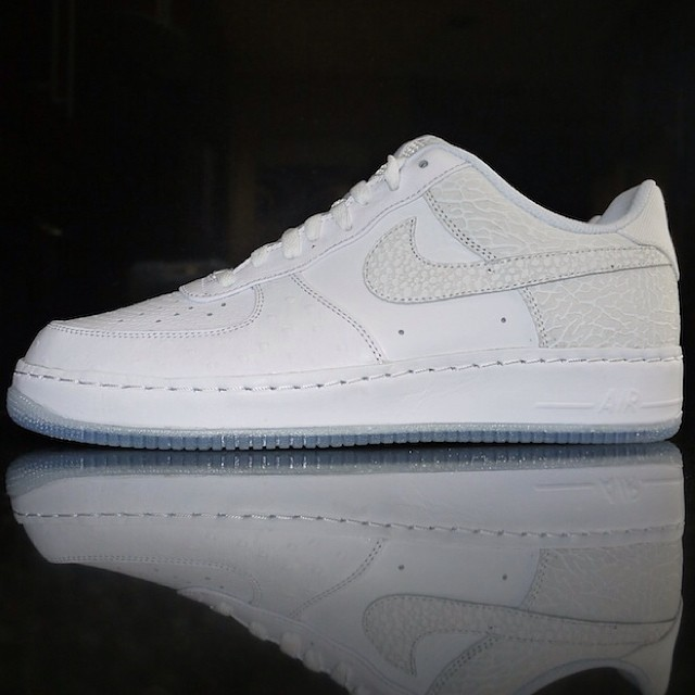 DJ Clark Kent Picks Up NIKEiD Air Force 1 Got White