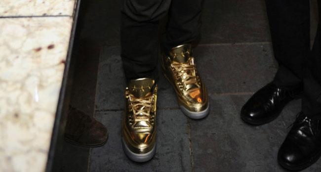 13e71e21dd9962 Usher Won t Stop Wearing His Gold Air Jordan 3s
