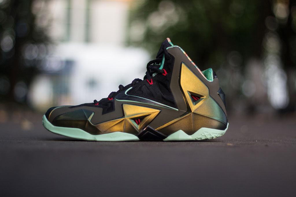 6a6da232bf5a8 Nike LeBron XI 11 Parachute Gold (1)