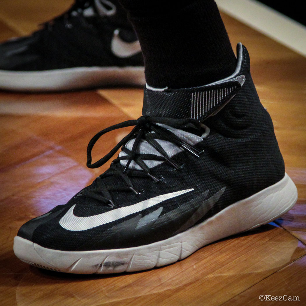 Patty Mills wearing Nike Zoom Crusader