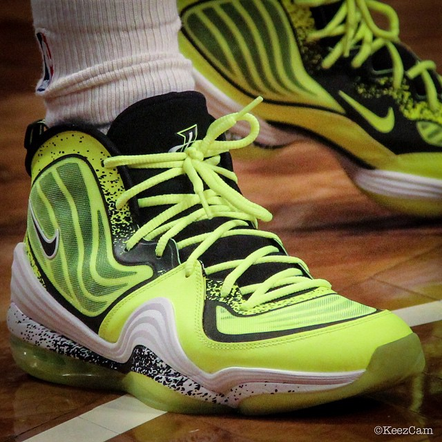 Deron Williams Honors Nets Fan in the 'Volt' Nike Air Penny 5 (3)