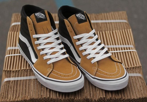e3cbfb086e1e93 This latest look for the Vans Sk8-Hi is now available at select Vans  retailers across the country.