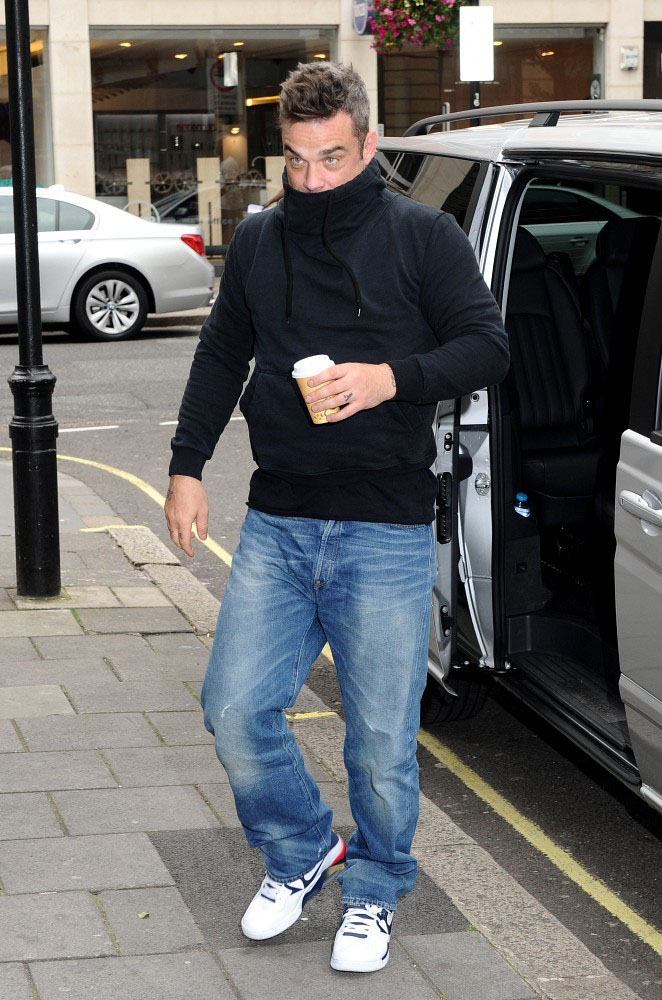 Robbie Williams wearing Nike Air Force 180 Olympic (2)