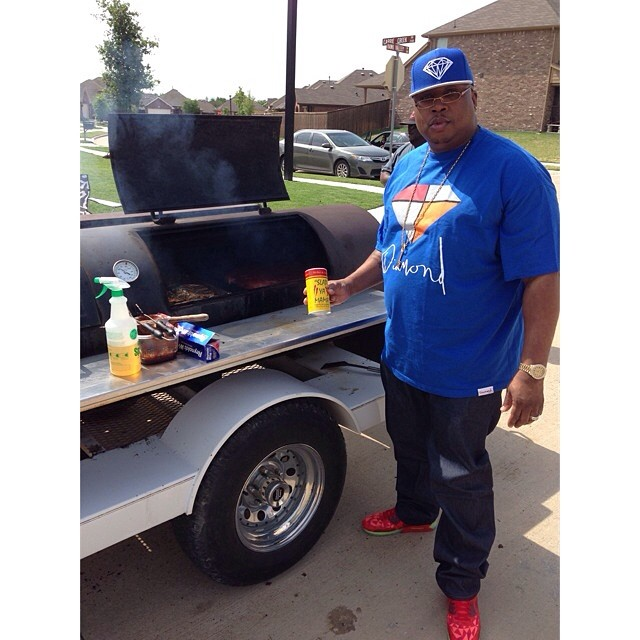 E-40 wearing Nike Air Max 90 Ice