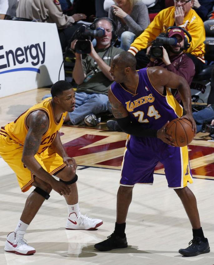 a19c2c566fe Kobe Bryant wearing Nike Kobe 8 System Blackout (2)