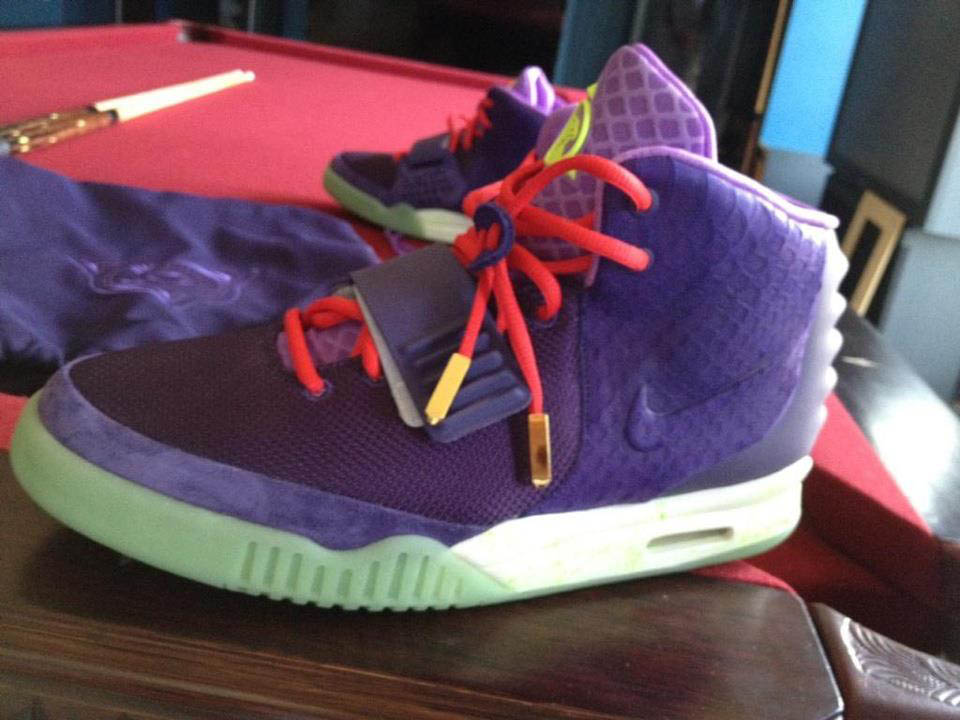 Kanye West Nike Air Yeezy 2 Or noir