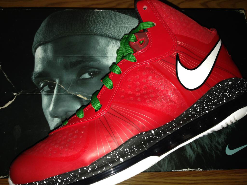 Spotlight // Pickups of the Week 10.6.13 - Nike LeBron 8 V/2 Christmas by ARC360
