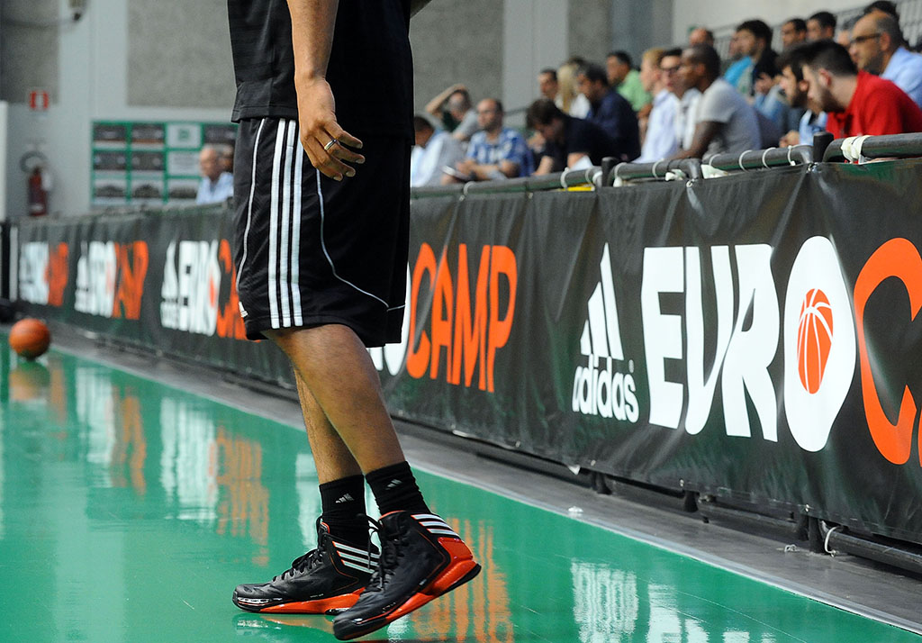 Adidas AdiZero Crazy Light 2 EUROCAMP 2012 Game (1)