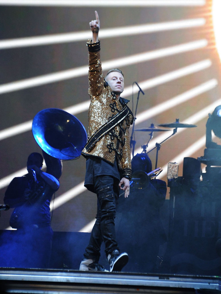 Macklemore wearing Air Jordan 1 Retro Shadow