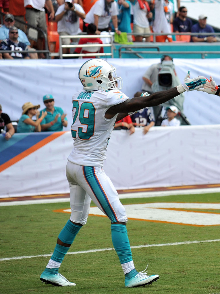 Will Davis wearing Nike Mercurial Superfly Dolphins by Soles by Sir (2)