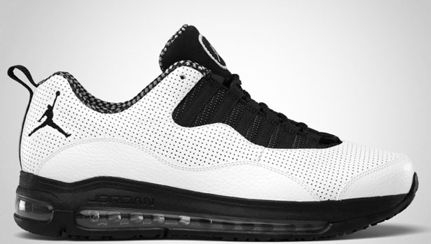 Jordan CMFT 10 White/Black-Stealth