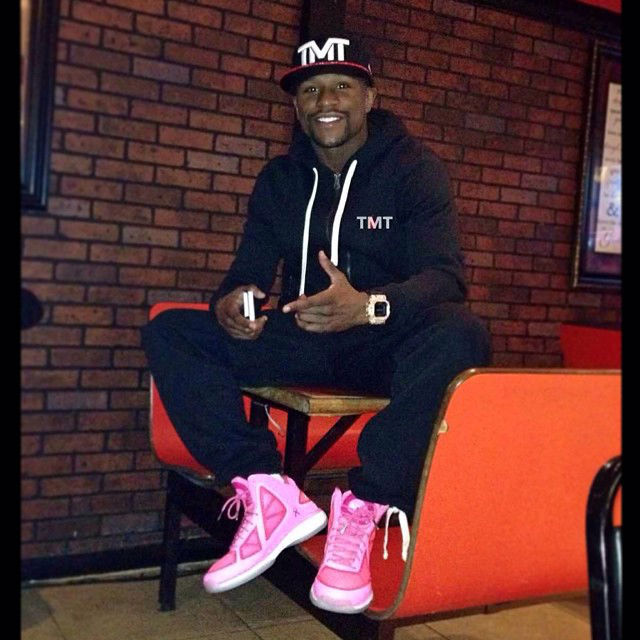 Floyd Mayweather Wearing 'Breast Cancer Awareness' Athletic Propulsion Labs APL Concept 3