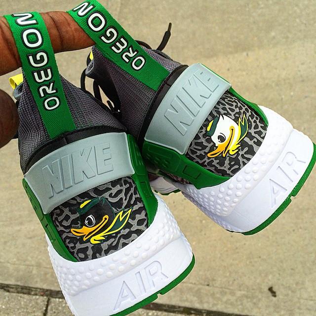 Seminario Corbata heroico  The Story Behind Oregon's Exclusive 'Duck' Nike Huaraches | Sole Collector