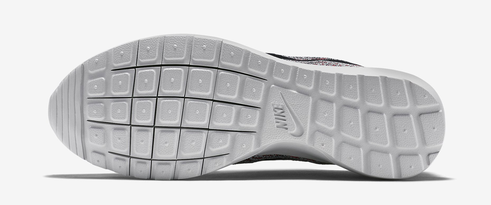 502167bd 'Pure Platinum' Nike Roshe Runs Just Touched Down | Sole Collector