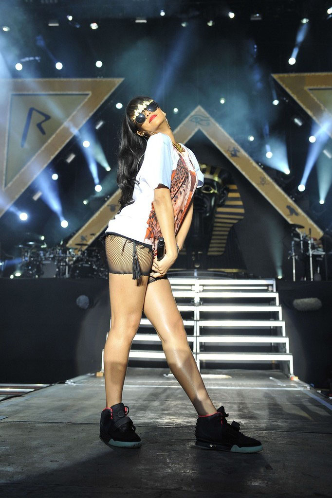 Rihanna wearing Nike Air Yeezy 2 (7)