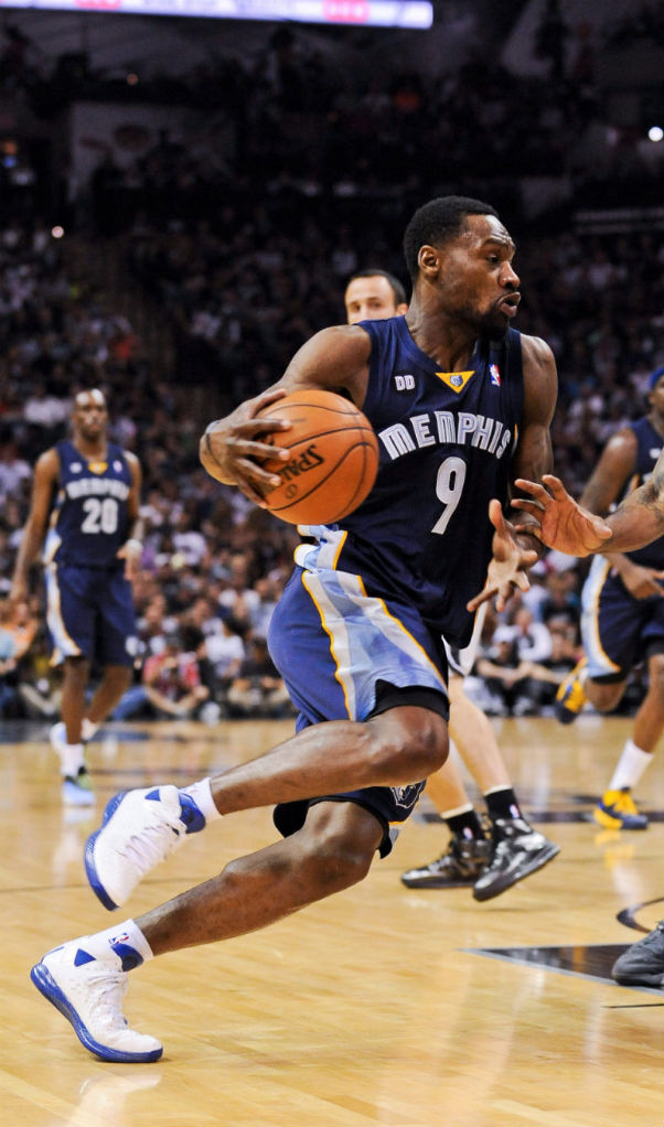 Tony Allen wearing miadidas Rose 3 White blue