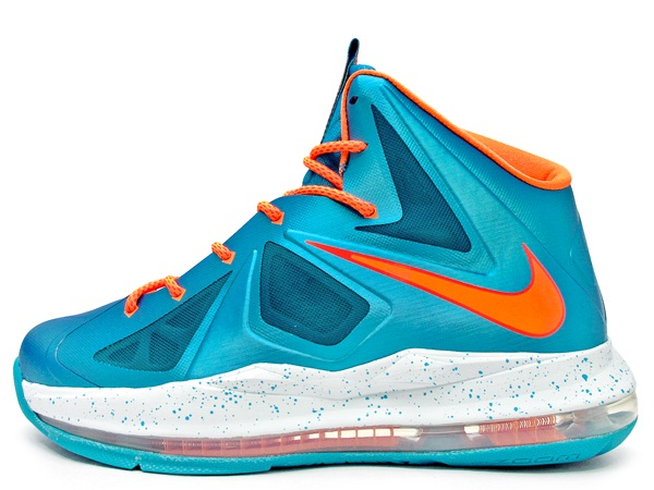 2eec306ec50 Stick with Sole Collector for further details on the Turquoise Bright  Citrus-Windchill Nike LeBron X GS.