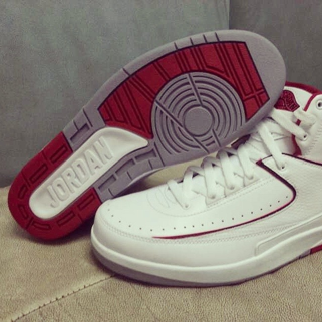 f0dc7a54406 Air Jordan 2 Retro White Varsity Red Neutral Grey 385475-102 (1)