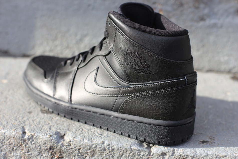 Air Jordan 1 Retro Mid Black Black Sole Collector