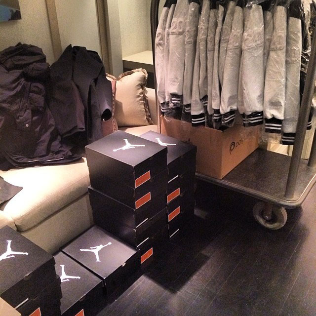 Drake Picks Up Air Jordan x OVO