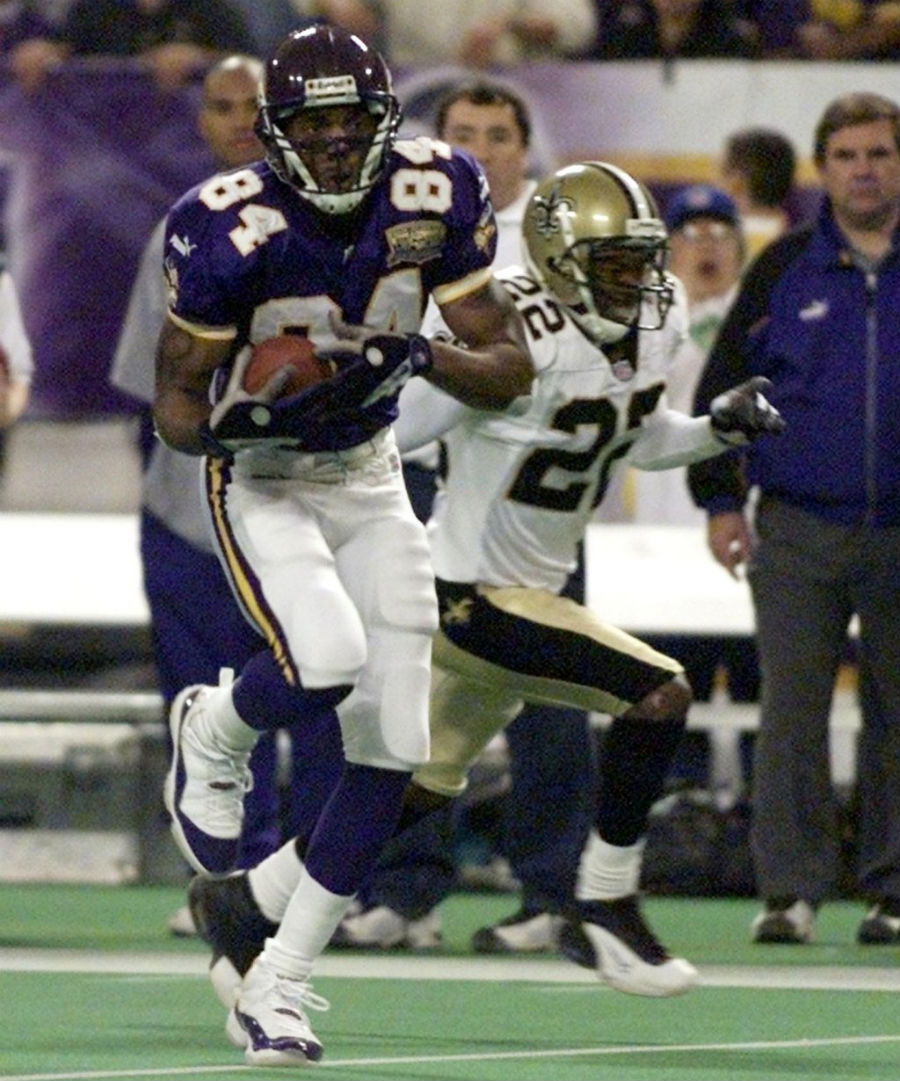 Randy Moss wearing Air Jordan XI 11 Vikings PE (3)