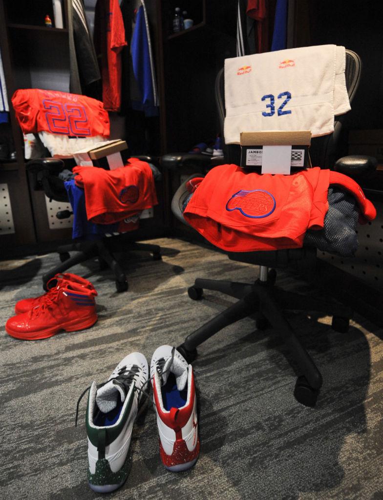 huge discount ec0b3 512fd Blake Griffin wearing Jordan Super.Fly Christmas PE (2)