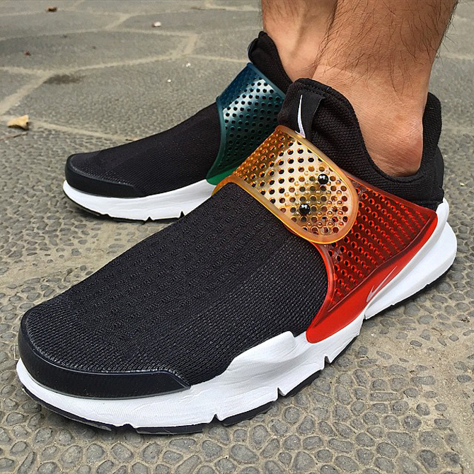 See How The Be True Nike Sock Darts Look On Feet Sole