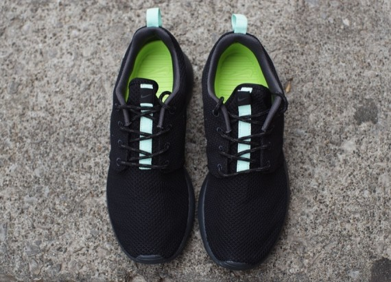 Nike WMNS Roshe Run BlackArctic Green | Sole Collector