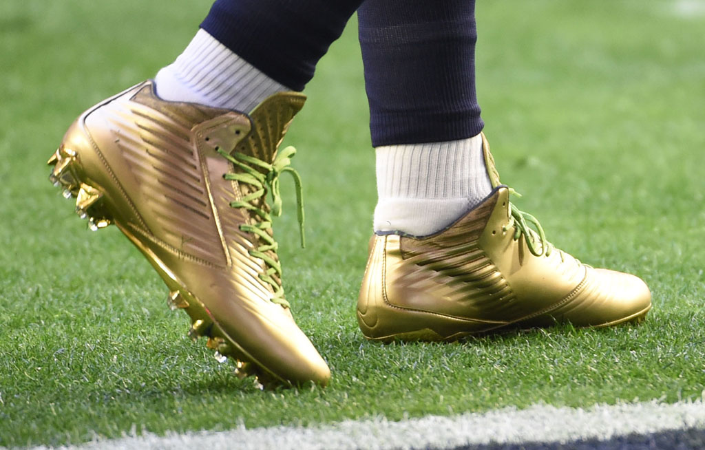 b8c6539c2 Marshawn Lynch wearing Gold Nike Vapor Speed Cleats for Super Bowl Warm-Ups  (1