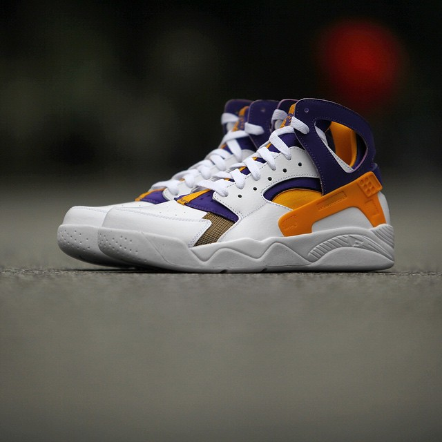 nike air flight huarache kids gold