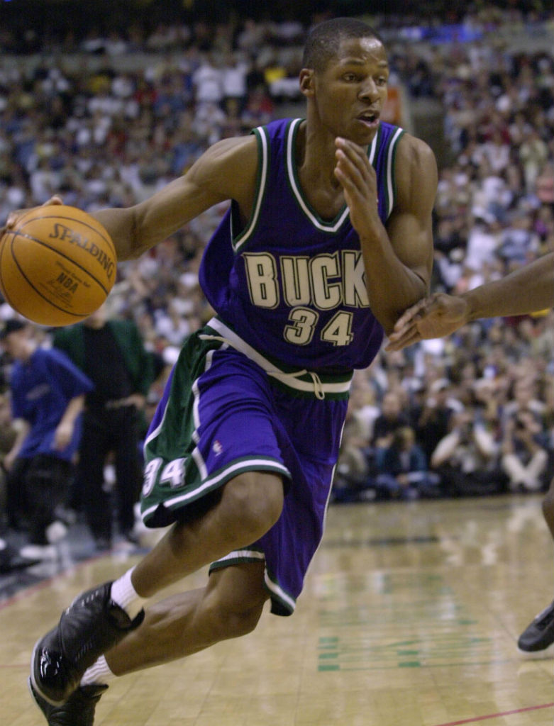 Air Jordan XVI 16 Ray Allen Milwaukee Bucks Away PE (1)
