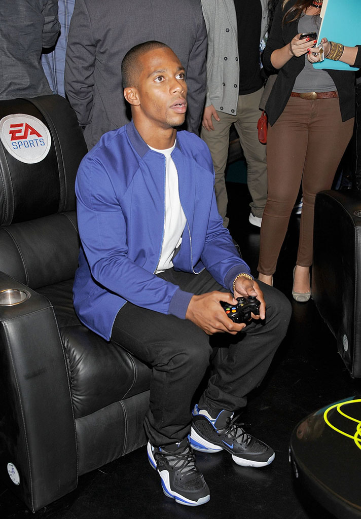 Victor Cruz wearing Nike Air Penny V Orlando Magic (1)