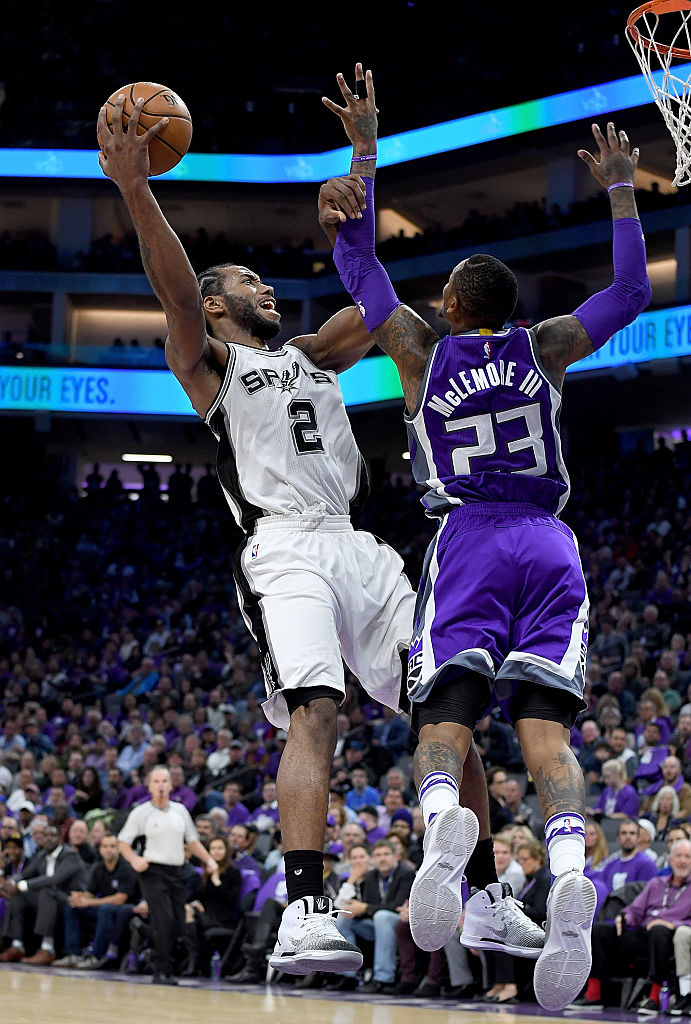Kawhi Leonard Wears White/Black Air Jordan 31 PE (2)