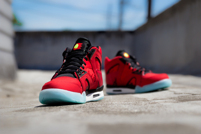 Nike Air Tech Challenge Hybrid in Chilling Red Front
