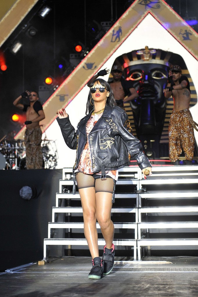 Rihanna wearing Nike Air Yeezy 2 (3)