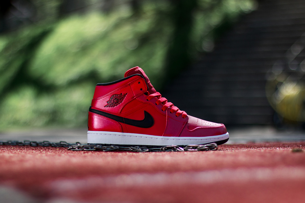 sneakers for cheap 2d6ec 18f55 Air Jordan 1 Mid - Gym Red Black-White