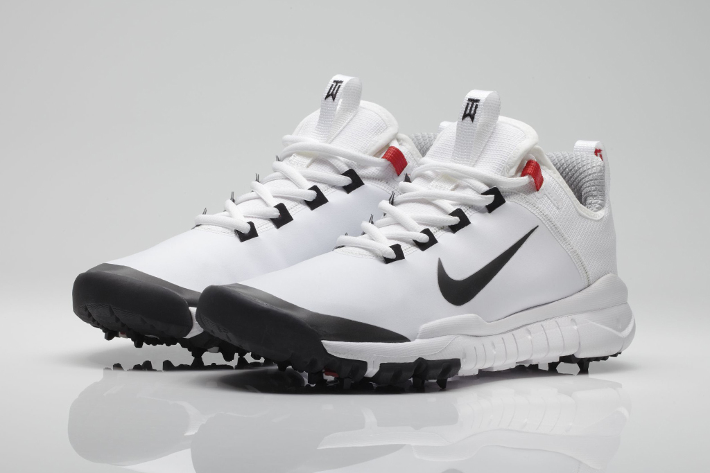 quality design 77ec9 67b9b Tiger wins his first tournament in over two years, wearing the Nike Golf  Free Prototype ...